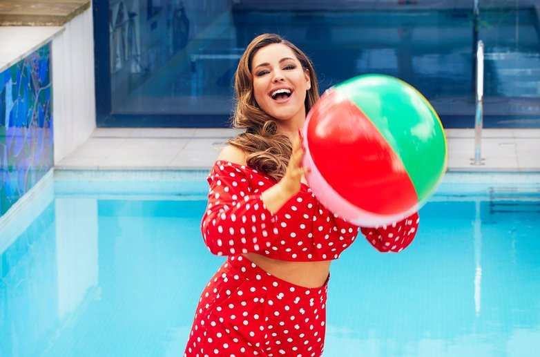 Kelly Brook unveils her 2 Stone weight loss!