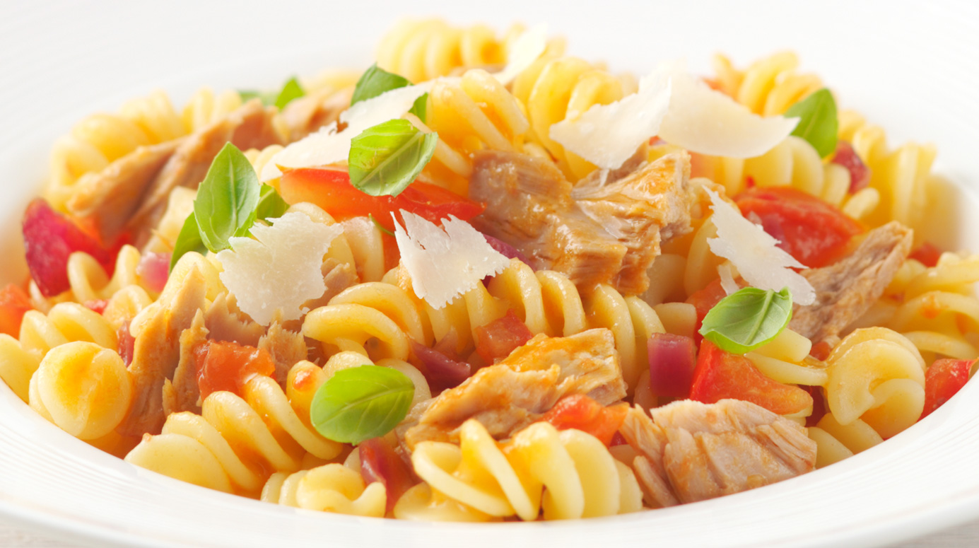 Pasta with tuna and tomato